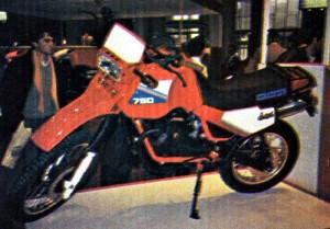 modle-v-75-duna-moteur-type-bicylindre-en-v-4-temps-culbut-4-soupapes_fcfaa